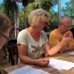Jutta Lange verteilt die Aufgaben: Wer kocht was?
